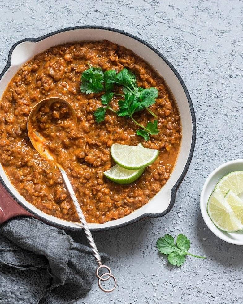 Curry de lenteja y papa con leche de coco