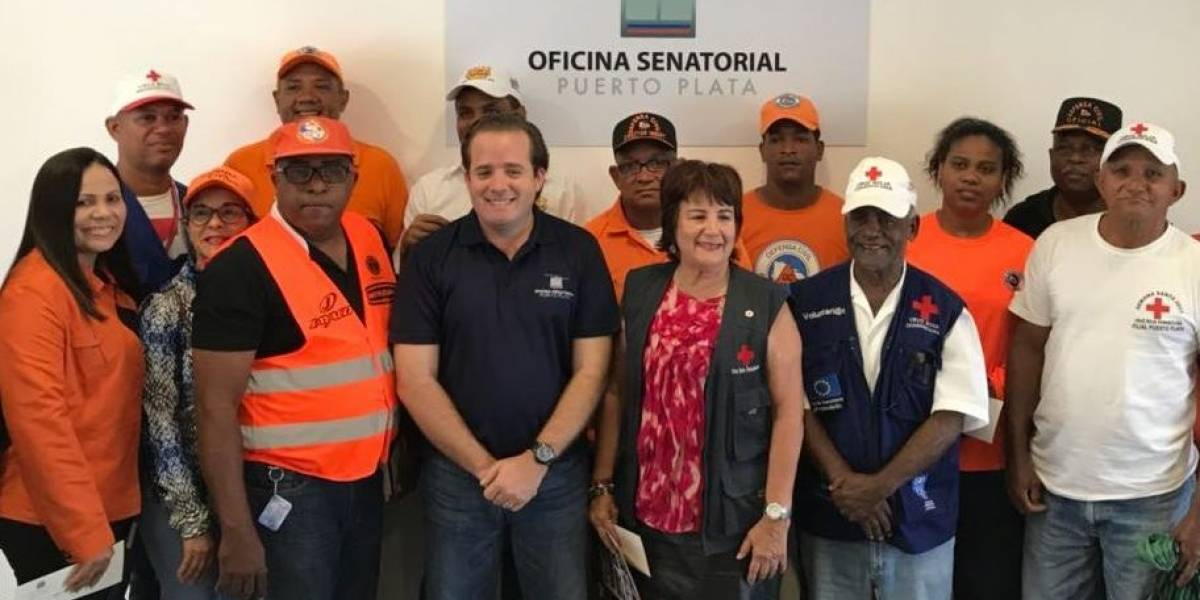 Senador Paliza entrega más de RD$200 mil a organismos de socorro de Puerto Plata