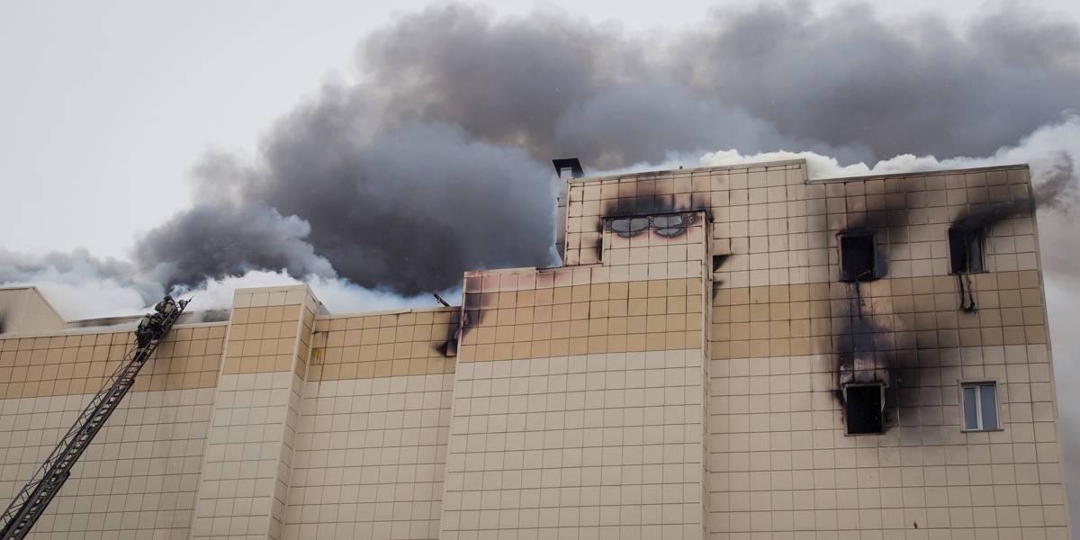 Mortes em incêndio em shopping na Rússia sobem para 64; prédio tinha irregularidades