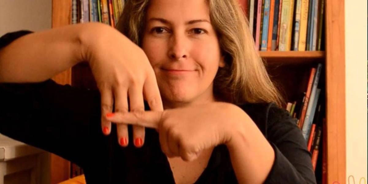 Professora promove contação de histórias infantis em Libras pela internet