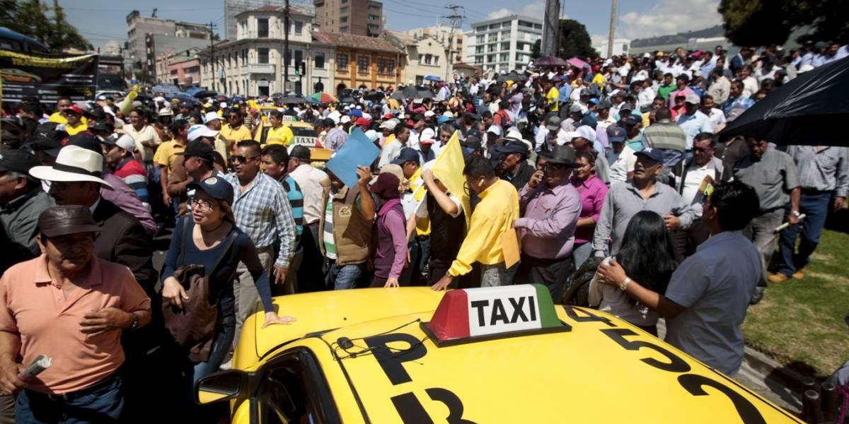 Dos empresas de taxis que operan con aplicaciones no tienen permisos