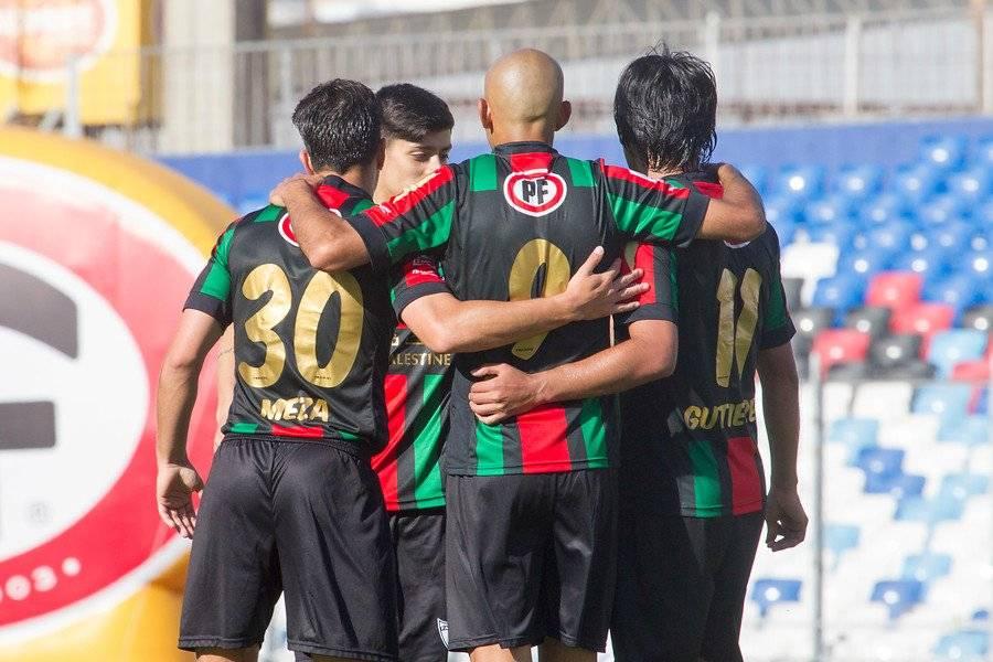 El festejo de los jugadores de Palestino tras el gol de Marcos Riquelme / Foto: Photosport