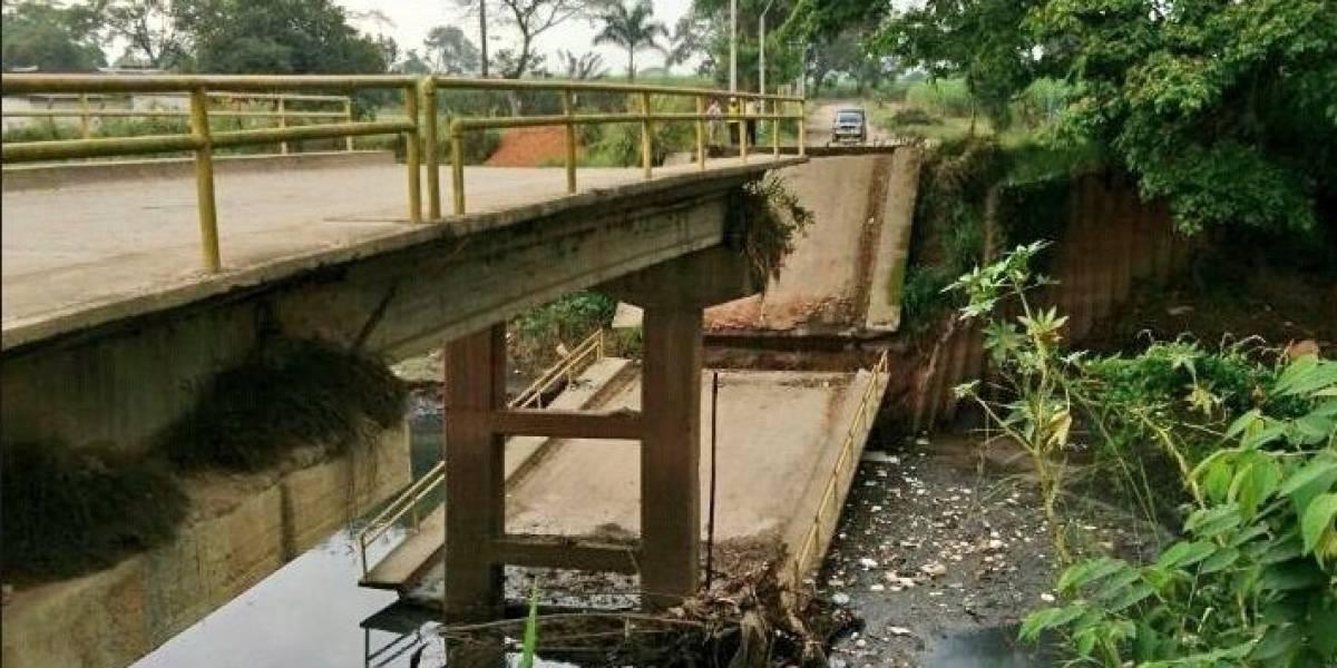 ¡Se cayó otro puente!, el paso vehicular colapsó en Cali