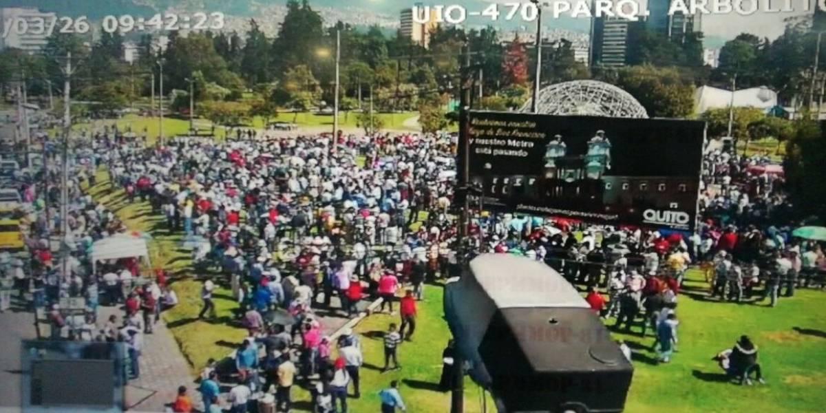 Taxistas se aglomeran en parque El Arbolito para presentar exigencias