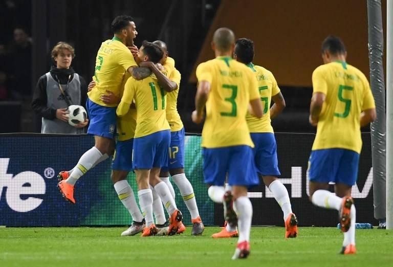 Los jugadores brasileños celebran