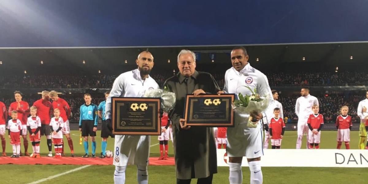 Vidal y Beausejour se suman al club de los siete jugadores que llegaron a 100 partidos en la Roja
