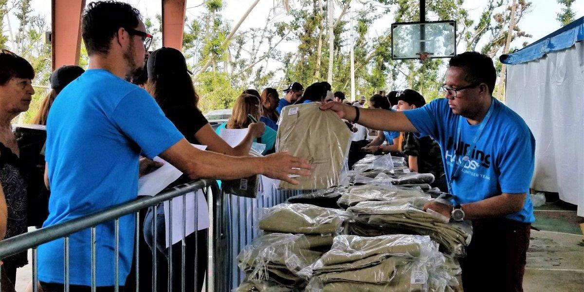Liberty y Volcom donan ropa a más de mil residentes