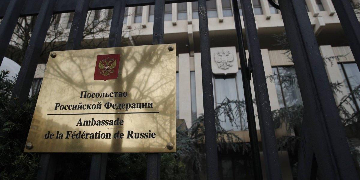 Expulsión de diplomáticos es 'chantaje de Estados Unidos': Rusia