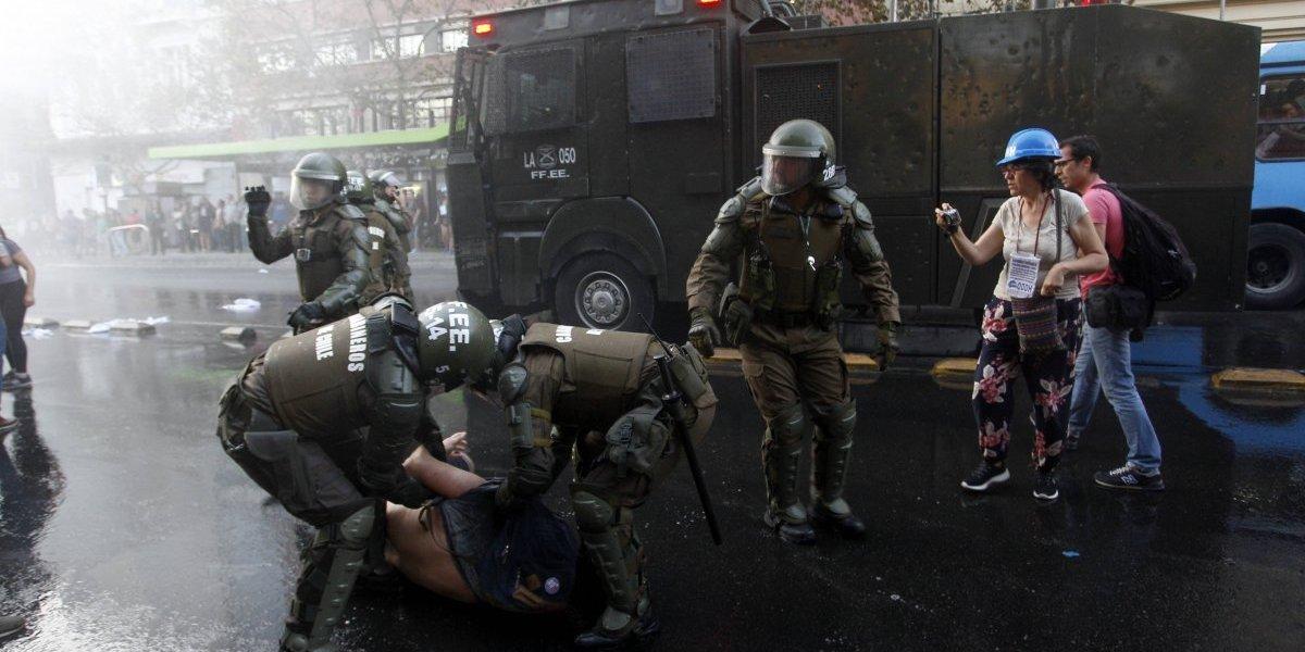 Protesta en el Mineduc por fallo del TC termina con al menos cinco detenidos