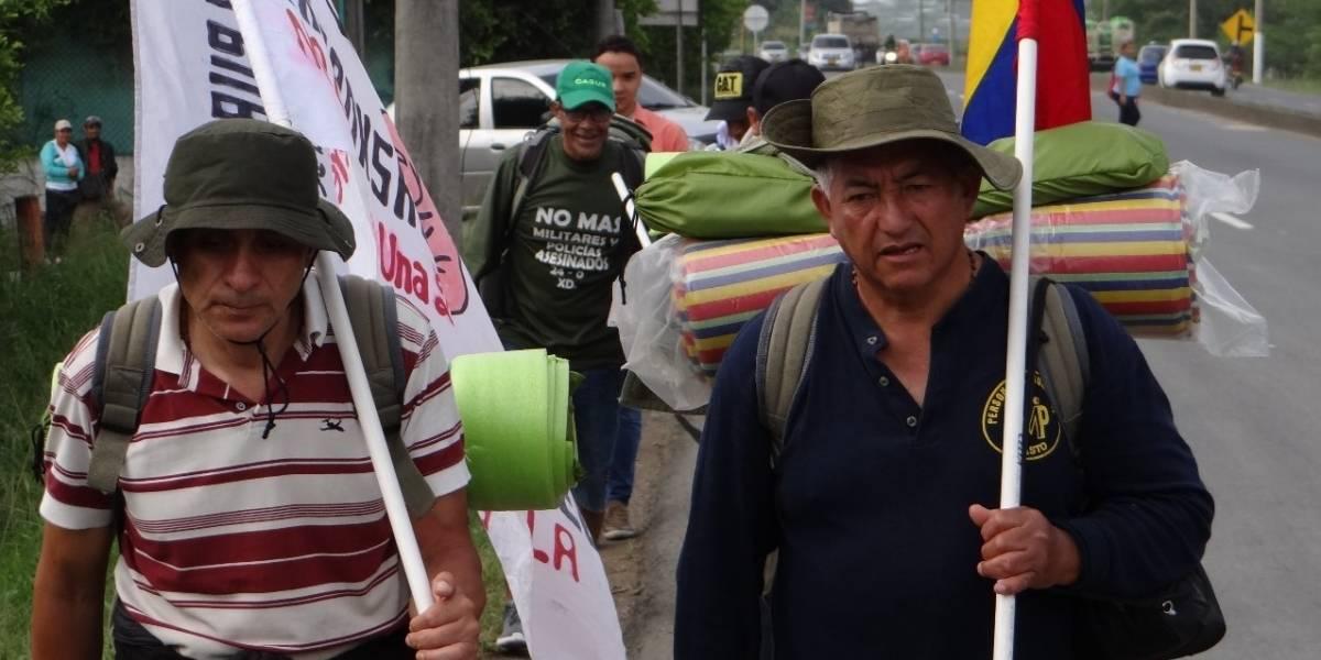 Expolicías que marchan desde Pasto a Bogotá ya van por el Valle del Cauca, ¿qué pretenden?