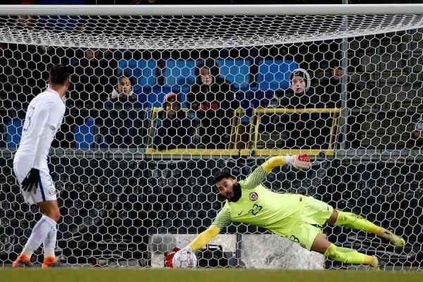 Johnny Herrera tuvo importantes tapadas de gol ante Dinamarca / Foto: Photosport