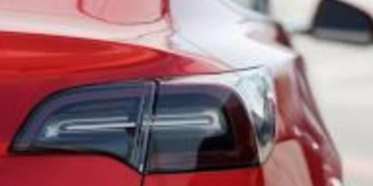 Investigan choque fatal de camioneta Tesla en California