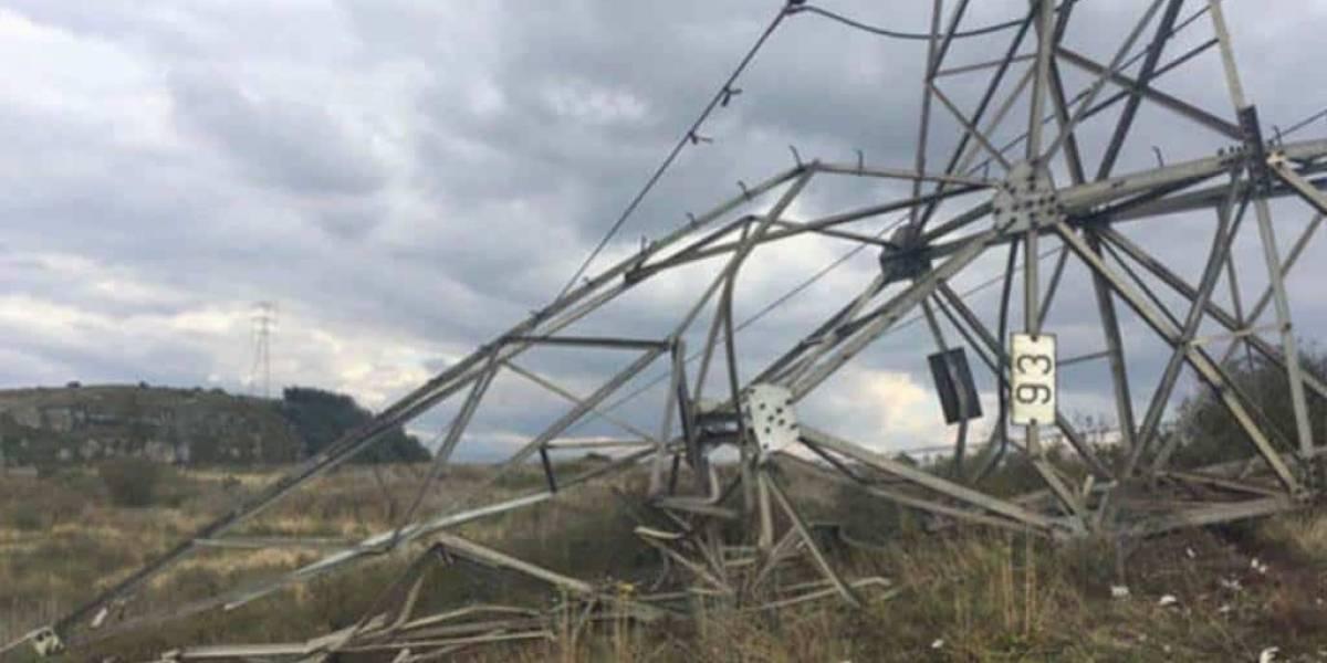 Atentado a torre de energía deja sin luz a Tumaco, limítrofe con Ecuador