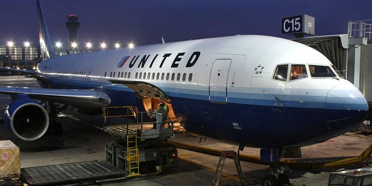 """United Airlines y su explicación a fallo informático que """"regaló"""" pasajes a Australia a chilenos y argentinos"""