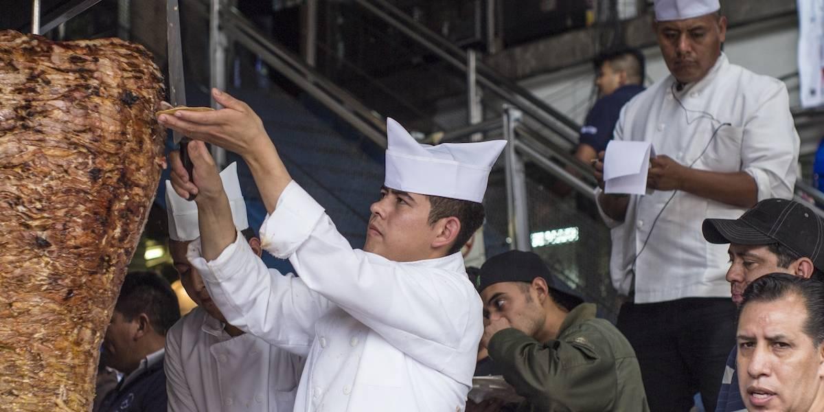 Un millón 600 mil mexicanos trabajan como preparadores de comida rápida