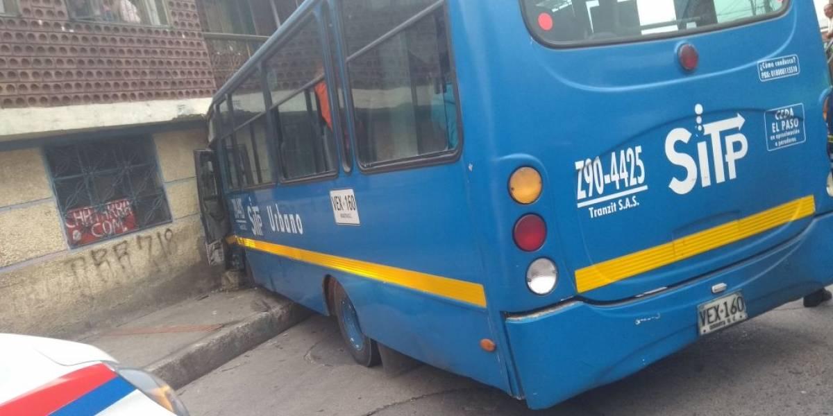 Bus del SITP se estrelló cerca de una iglesia en el sur de Bogotá