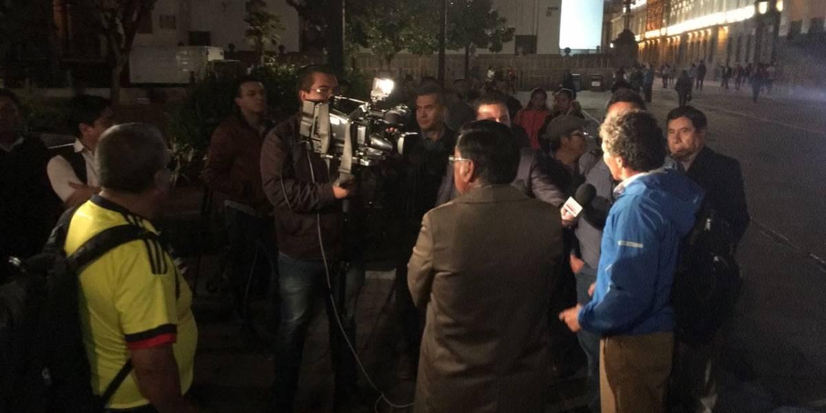 Comunicadores realizan vigilia en Quito tras secuestro de periodistas de El Comercio