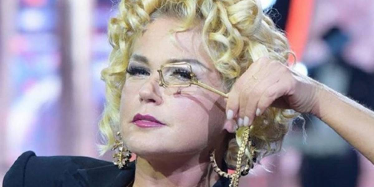 Xuxa completa 55 anos e recebe homenagem do namorado