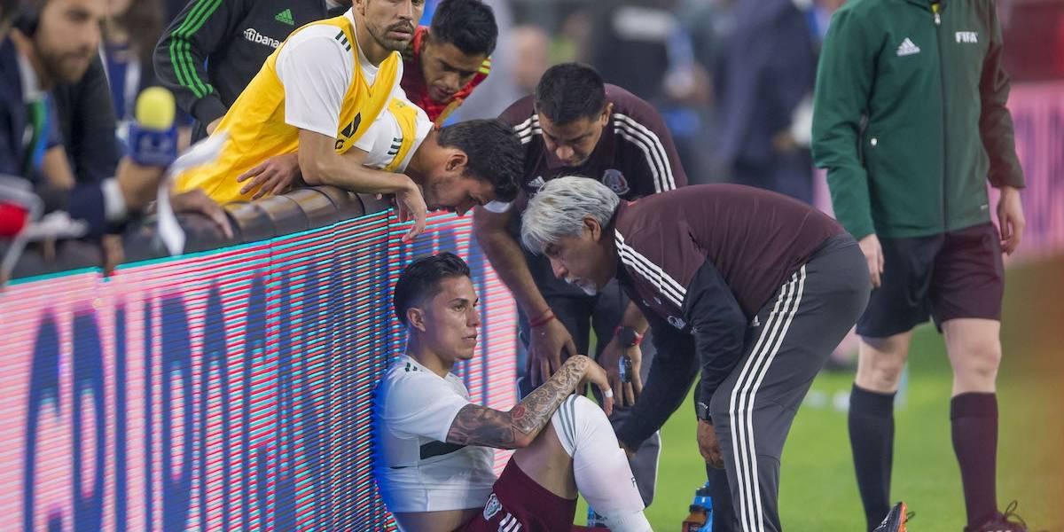 Carlos Salcedo tendría que ser operado del hombro; descartan fractura de Araujo
