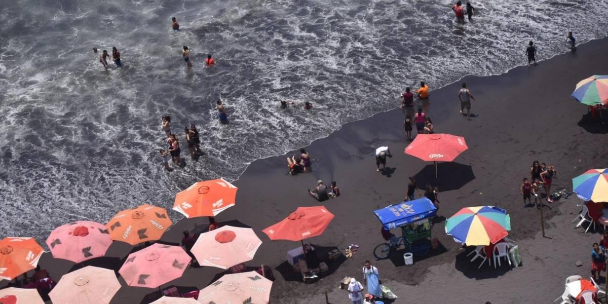 EN IMÁGENES. Primeros veraneantes llegan a las playas del país