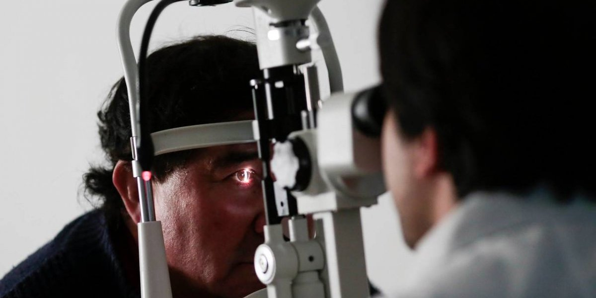 La silenciosa enfermedad que deja a miles con ceguera irreversible en Chile