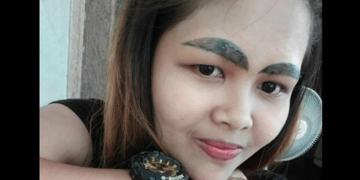 """Quedó """"súper"""": quiso tatuarse las cejas perfectas y terminó convirtiéndose en viral por el terrible resultado"""