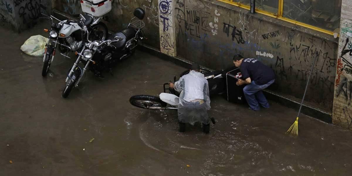 São Paulo tem 16 pontos de alagamento intransitáveis por causa da chuva