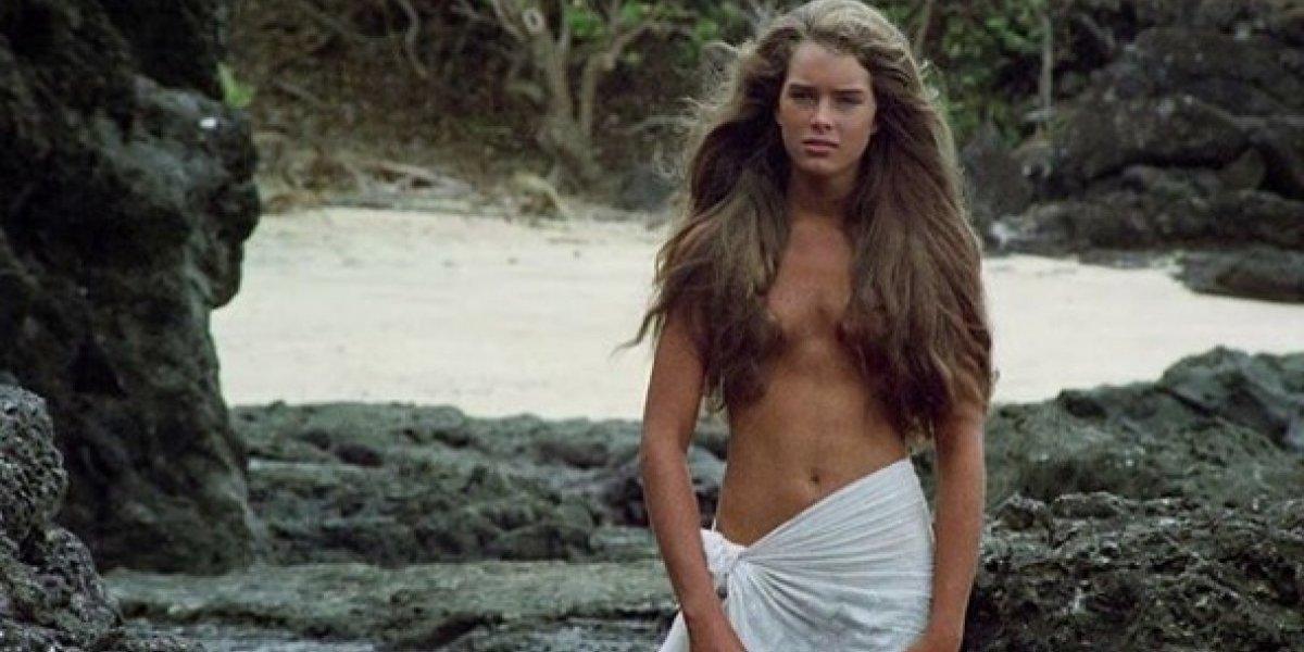 Atriz protagonista de 'A Lagoa Azul' posa de biquíni aos 52 anos