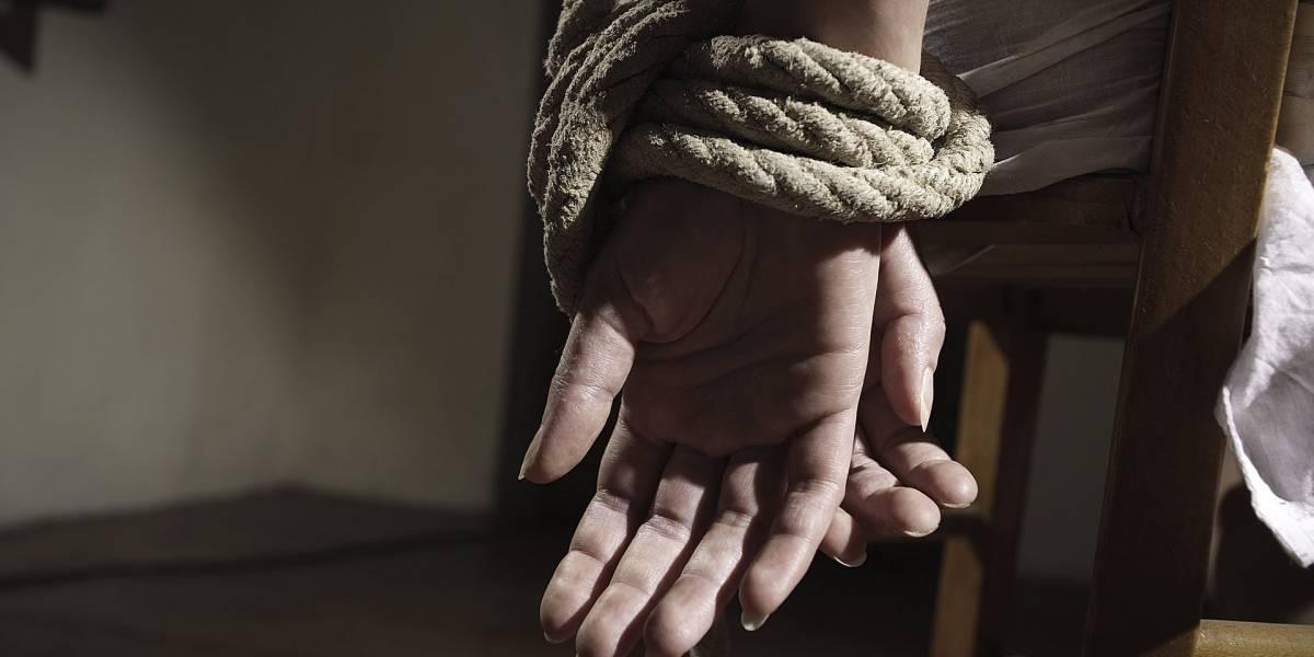 Líder de secta estadounidense marcaba como a ganado a sus esclavas sexuales