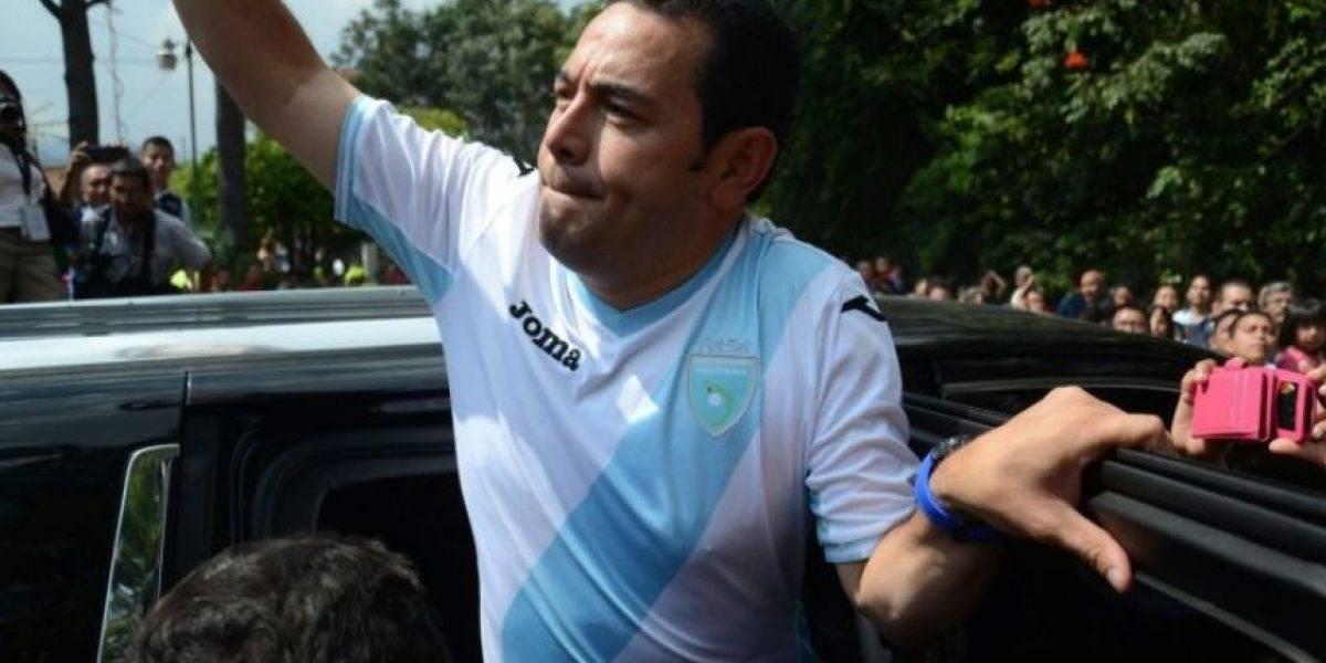 Presidente Jimmy Morales promulga ley para levantar sanción de la FIFA