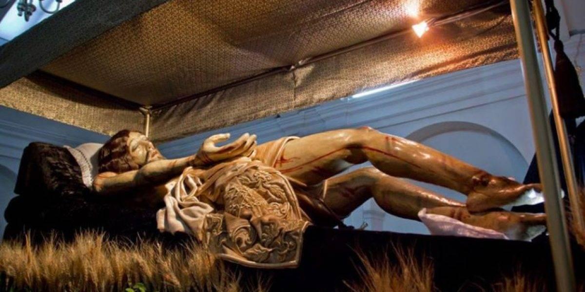 Luto y funerales solemnes en los cortejos procesionales de este Viernes Santo