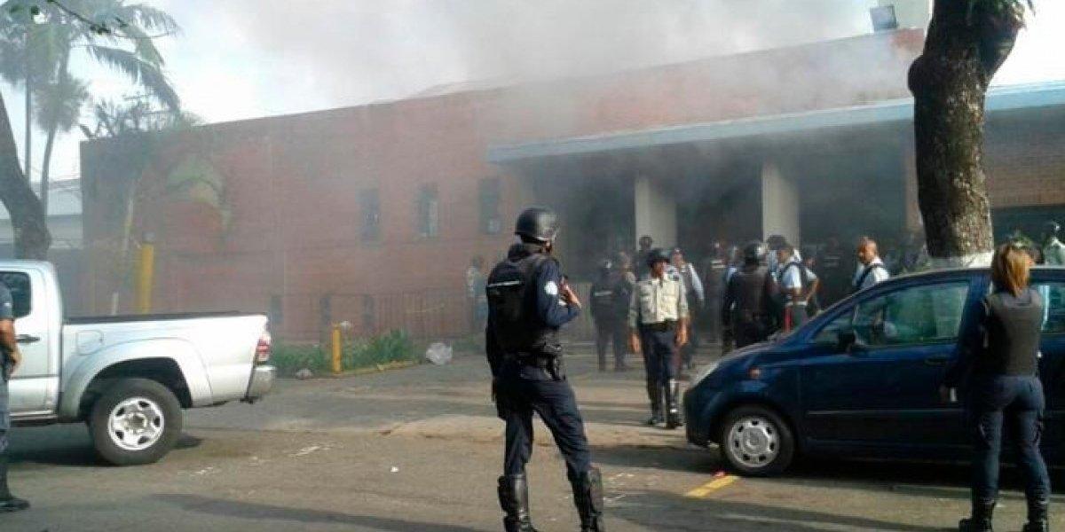 78 muertos tras un incendio en unos calabozos de la policía en Venezuela