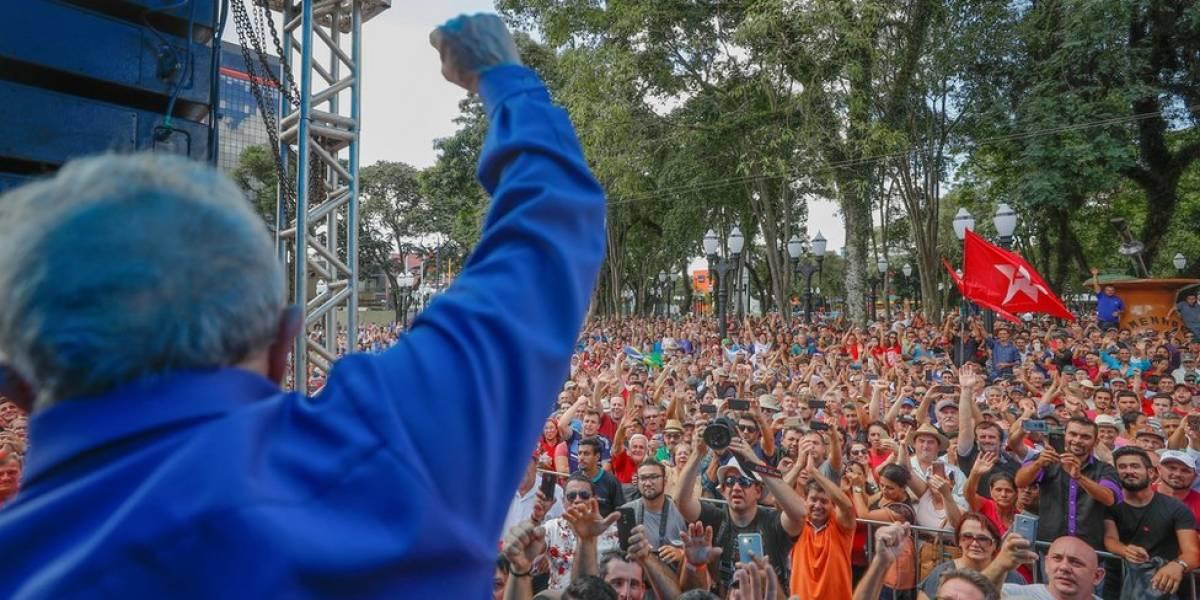 Após tiros e sob tensão, Lula encerra caravana em Curitiba horas depois de discurso de Bolsonaro na cidade