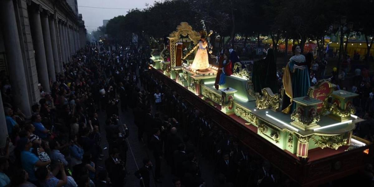 Espectaculares imágenes nocturnas de la procesión de Jesús del Rescate