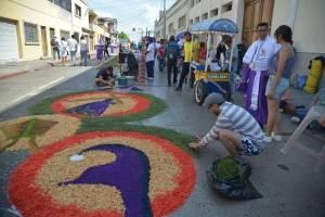 Alfombras para procesión del Cristo Rey de Candelaria