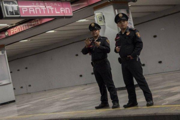 Policías en la Línea 1