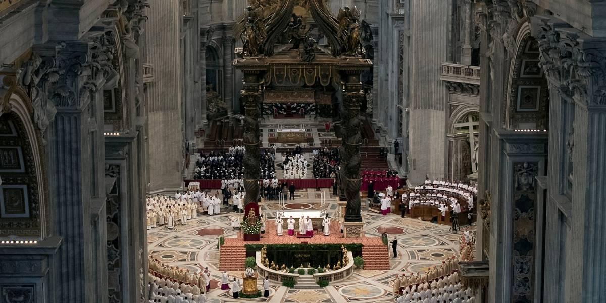 Detritos caem de pilastra na Basílica de São Pedro