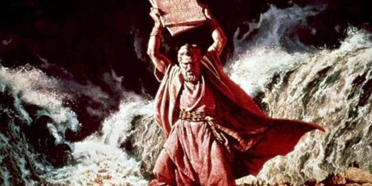 """La teoría viral sobre Moisés y los 10 mandamientos que """"prueba"""" que la tecnología es más antigua de lo que pensamos"""