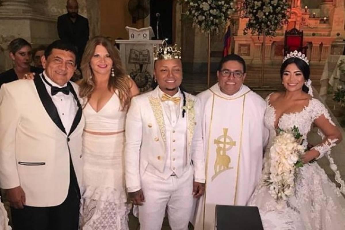 Matrimonio Mr Black : Por qué mr black usó una corona en su matrimonio