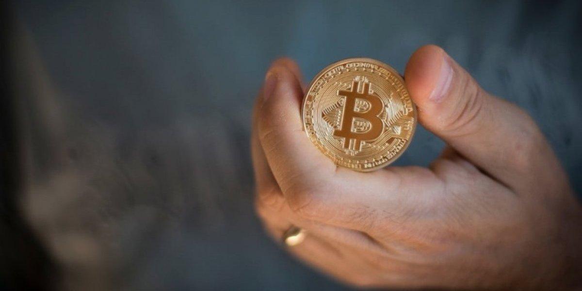 Bitcoin cae y arrastra a otras criptomonedas en jornada negra