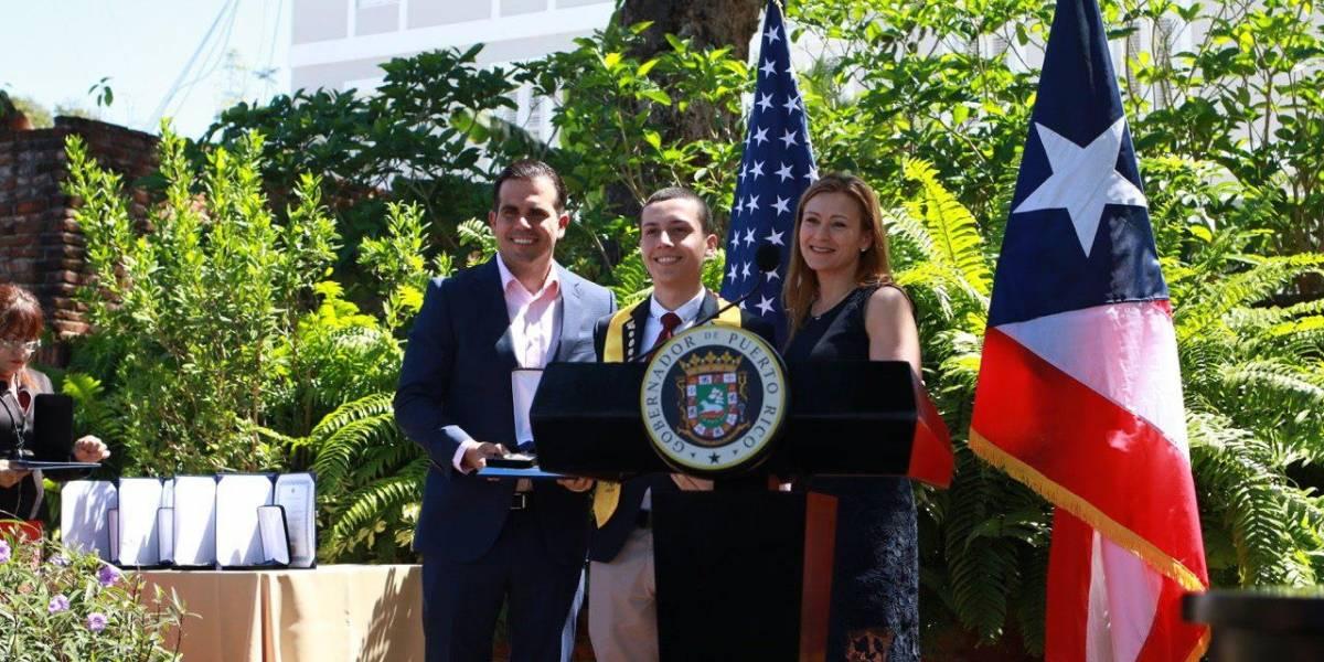 Gobernador firma Reforma Educativa