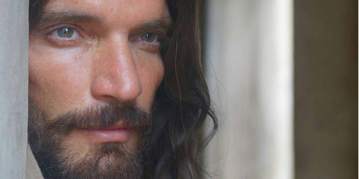 Así luce Julián Gil en su sorprendente transformación como Jesús de Nazareth