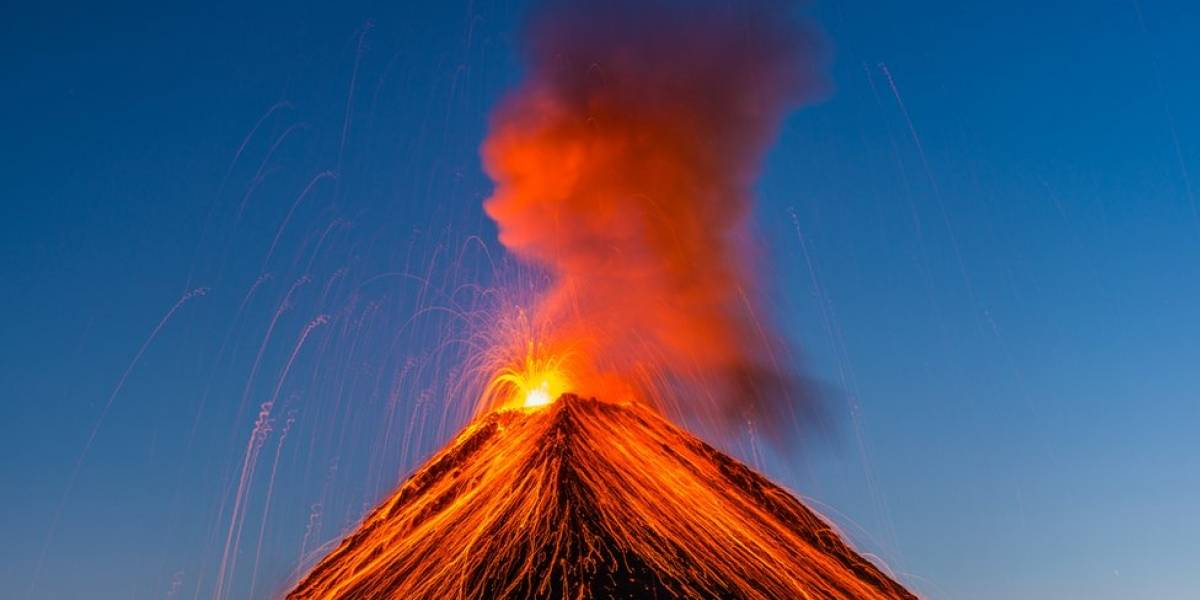 Volcán entra en erupción en Congo