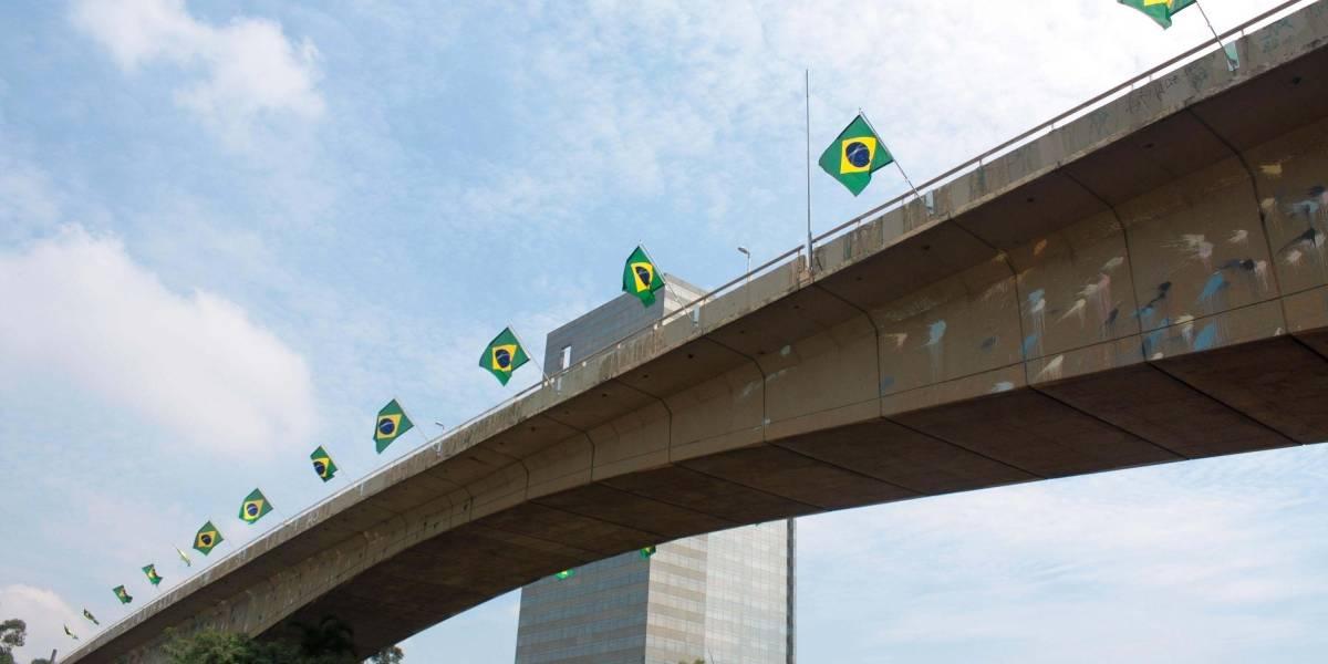 Doria autoriza instalação de bandeiras em pontes de São Paulo