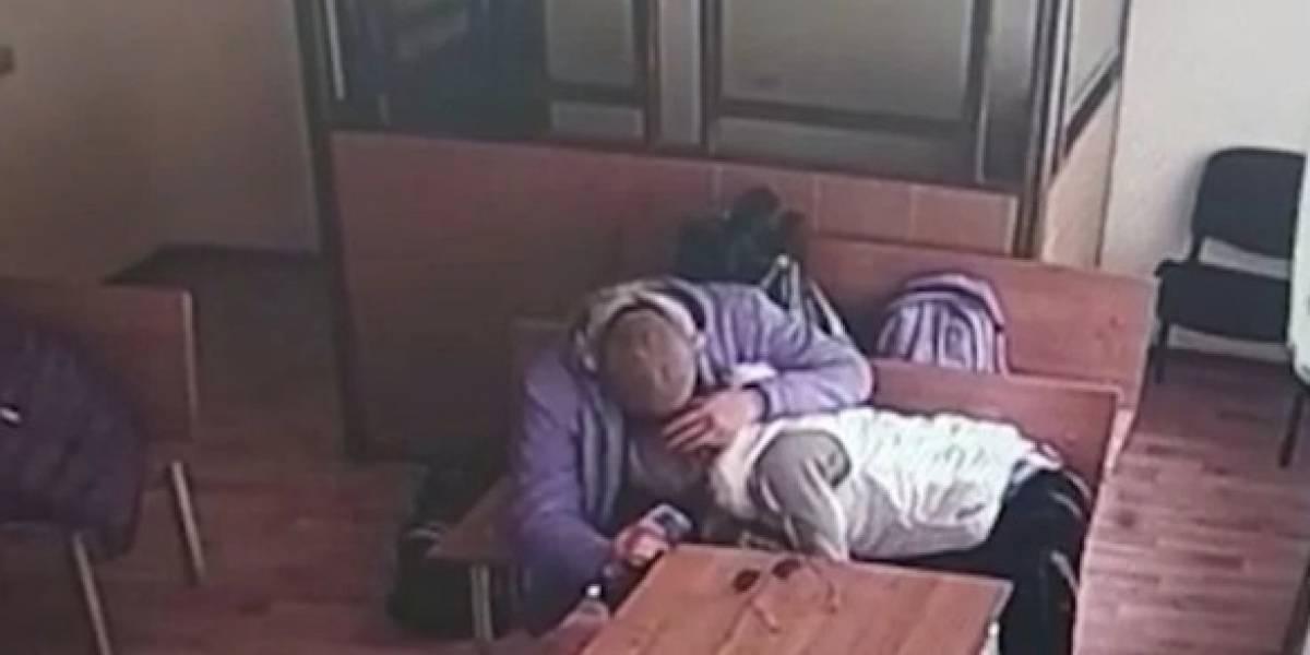 Por si no te vuelvo a ver: mujer realiza acto íntimo a su pareja mientras espera veredicto en el tribunal