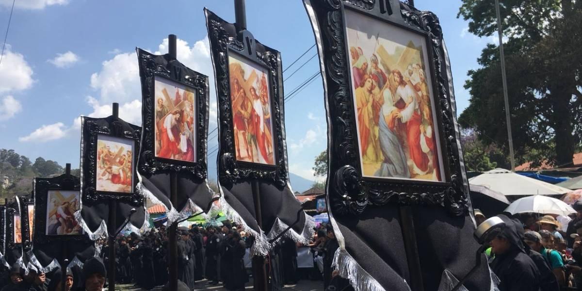 Fervor en Antigua por recorrido de la procesión del Señor Sepultado de San Felipe de Jesús