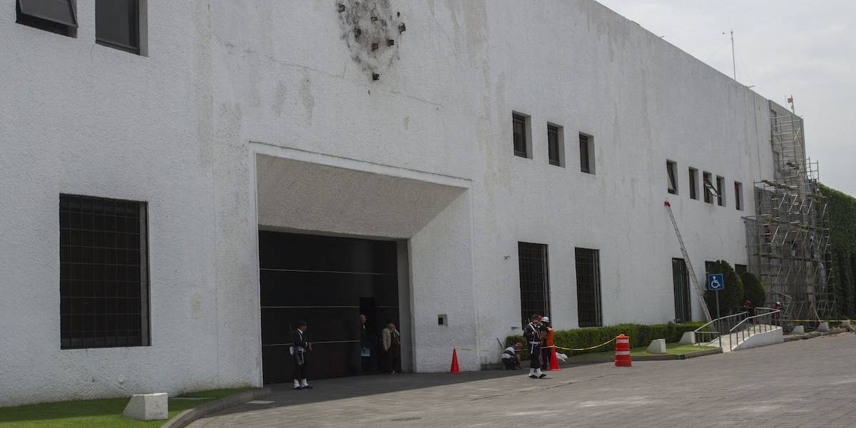 Propone Morena convertir Los Pinos en el centro cultural más grande del mundo