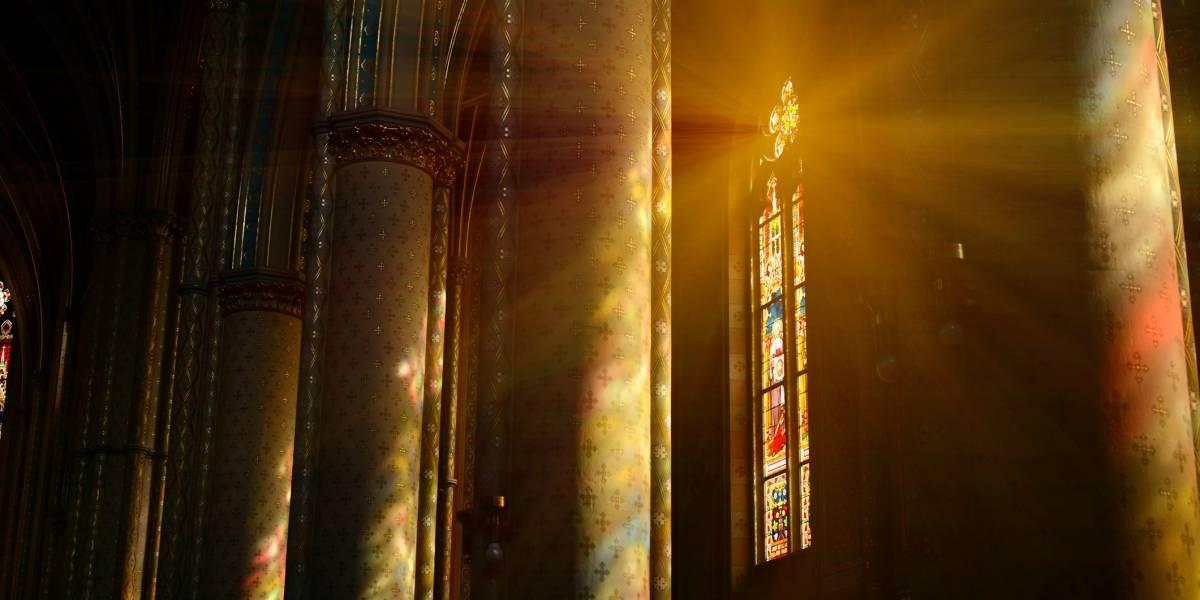 """""""La única iglesia que ilumina es la que…"""": utilizó la polémica frase para hacer publicidad y se llenó de aplausos"""