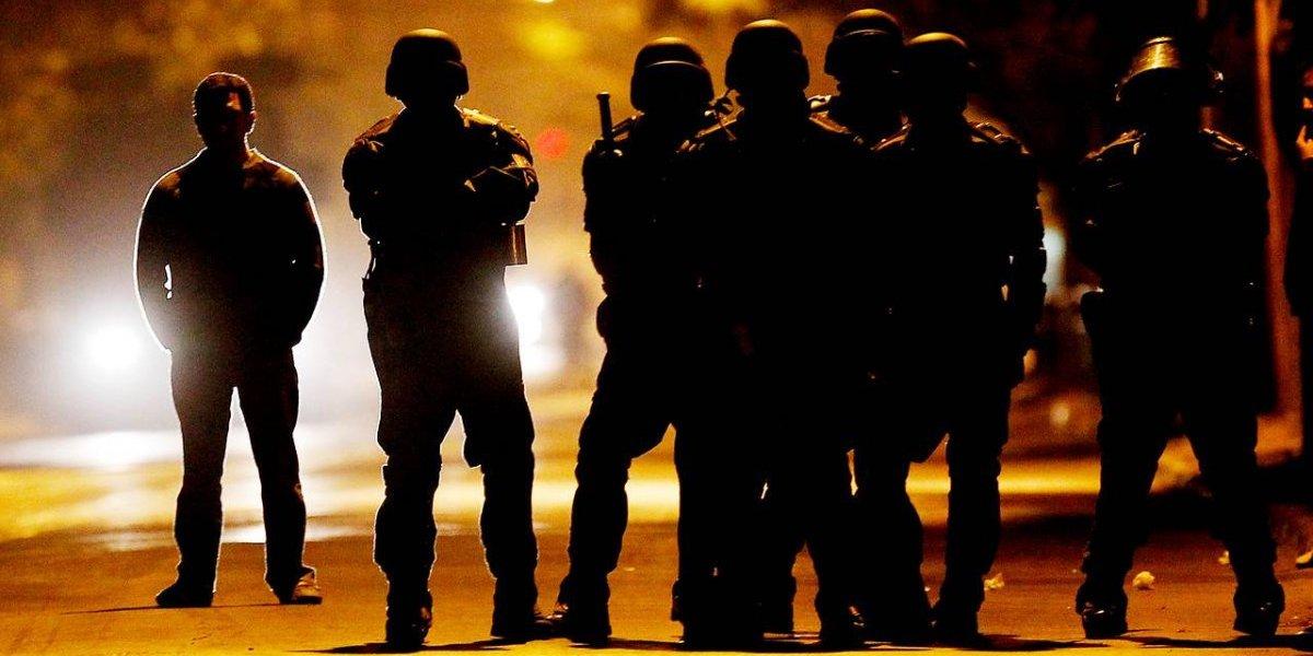 """Recuento final del """"Día del Joven Combatiente"""" deja 530 detenidos y un carabinero en riesgo vital"""
