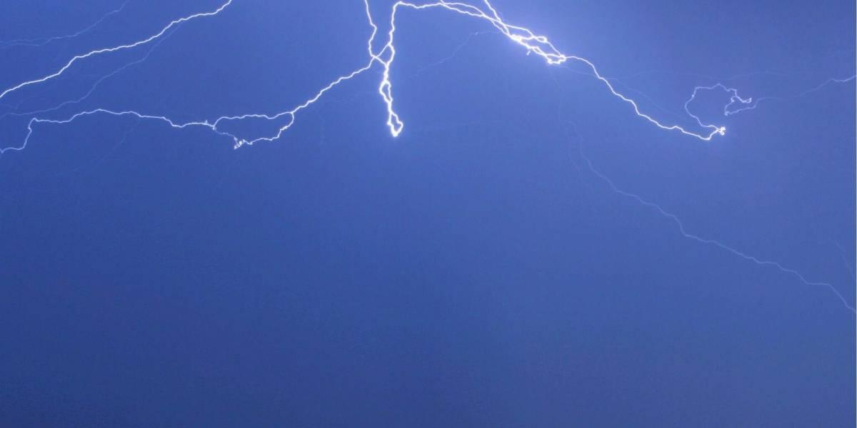 Impacto de un rayo deja dos personas muertas en Antioquia